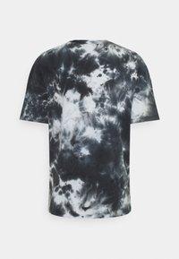 PRAY - CLASSIC TIE DYE UNISEX  - Print T-shirt - black - 1