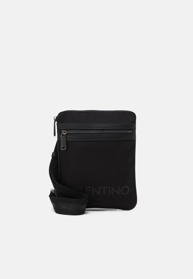 Valentino Bags - KYLO CROSSBAG UNISEX - Taška spříčným popruhem - nero