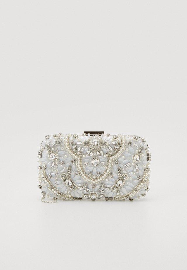 CAO - Clutches - white