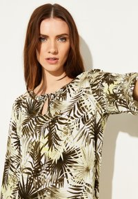 comma casual identity - Blouse - white leaf - 3