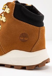 Timberland - BROOKLYN HIKER - Lace-up ankle boots - wheat - 2