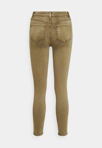 Vila - VIAMY PIGMENT DYE - Jeans Skinny Fit - butternut - 1