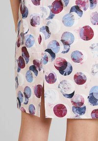 Betty & Co - Shift dress - rosé/white - 6