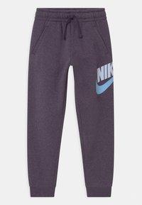 Nike Sportswear - CLUB PANT - Teplákové kalhoty - dark raisin - 0