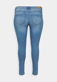 ONLY Carmakoma - CARFLORIA LIFE - Jeans Skinny Fit - light blue denim - 6