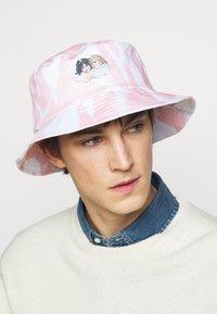 Fiorucci - TIE DYE BUCKET HAT - Hat - pink - 1