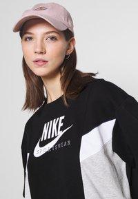 Nike Sportswear - HERITAGE CREW  - Felpa - black/grey heather/white - 3