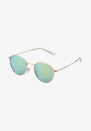 LIAM UNISEX - Sunglasses - gold-coloured/green mirror