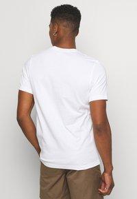 adidas Originals - TREFOIL UNISEX - T-shirts med print - white - 2