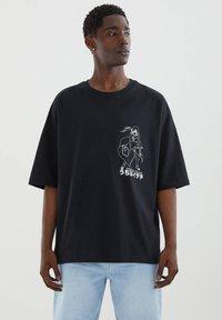 PULL&BEAR - Printtipaita - black - 0