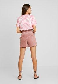 Lost Ink - PAPERBAG WITH BELT - Shorts - light pink - 2