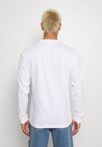Calvin Klein - LOGO LONG SLEEVE  - Long sleeved top - white - 2