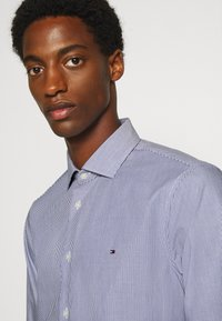 Tommy Hilfiger Tailored - STRIPE CLASSIC SLIM - Formal shirt - blue - 3