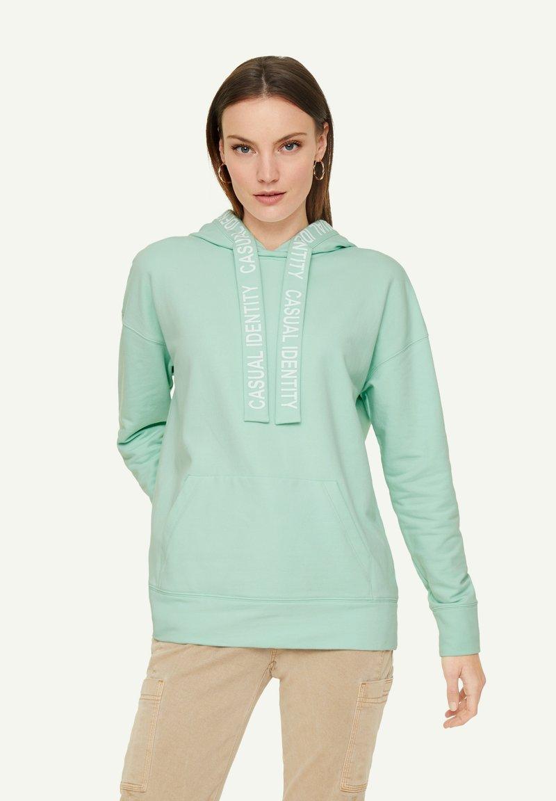 comma casual identity - MIT RÜCKENPRINT - Hoodie - light mint