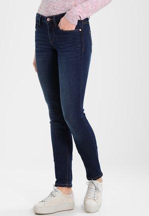 RINSED SLIM ALEXA PANTS - Slim fit jeans - dark stone wash denim