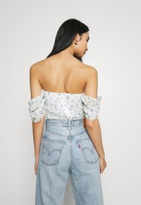 Missguided - RUCHED BARDOT CROP - Print T-shirt - white - 2