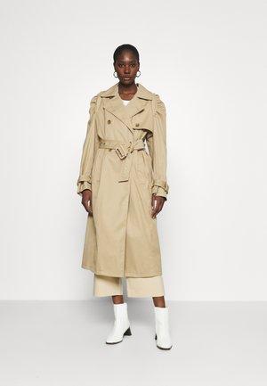 COURT - Trenchcoat - beige