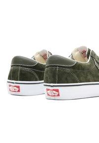 Vans - UA VANS SPORT - Sneakers - (pig suede) olive/true white - 3