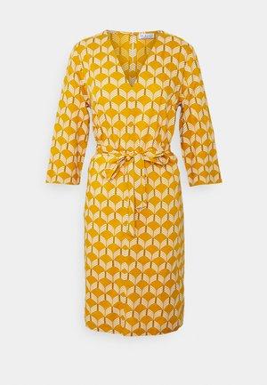 SUMMER DRESS WAVES - Day dress - sunflower