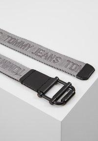 Tommy Jeans - TJM ROLLER REV WEBBING BELT - Bælter - black - 2