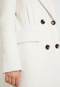 Topshop Tall - KIM BOUCLE - Zimní kabát - ivory - 5