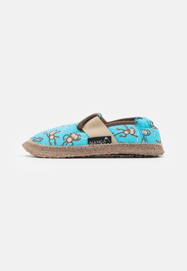LUSTIGE AFFEN - Slippers - cyan blue