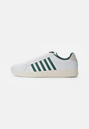 COURT TIEBREAK - Zapatillas - white/posy green/antique white