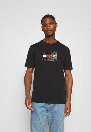 ICON EARTH BADGE TEE - Print T-shirt - black
