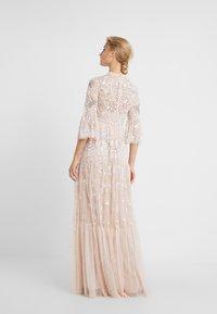 Needle & Thread - DRAGONFLY GARDEN MAXI DRESS - Robe de cocktail - rose quartz - 2