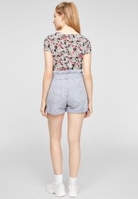 QS by s.Oliver - BLUMENMUSTER - Print T-shirt - apricot aop - 2