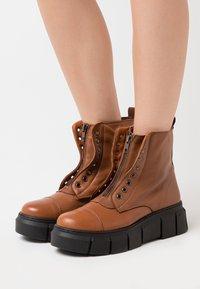 Mis Pepas - ZIPPER - Platform ankle boots - atenea tobaco - 0