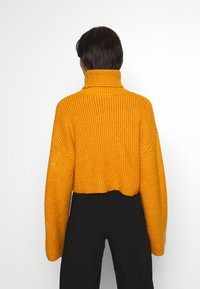 Monki - BERA - Strikkegenser - yellow dark - 2
