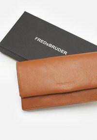 FREDsBRUDER - WALLET HEARTBEAT - Wallet - cognac - 3