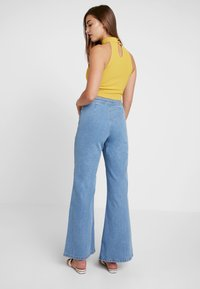 Miss Selfridge - FRONT SEAM - Flared Jeans - mid blue - 3