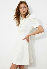 Trendyol - SIYAH - Shirt dress - cream - 2