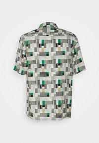 Club Monaco - PRINT SHIRT - Camicia - green/multi - 1