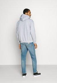 Mennace - PRIDE RAINBOW BLOCK LOGO HOODIE UNISEX  - Zip-up hoodie - grey - 2