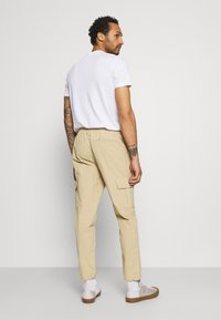 Redefined Rebel - PASCAL PANTS - Cargo trousers - traventine - 2