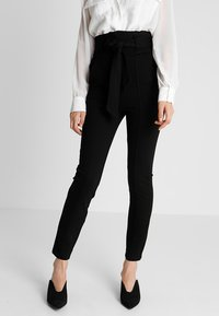 Lost Ink - HIGH WAIST TROUSERS WITH BELT - Pantalon classique - black - 0
