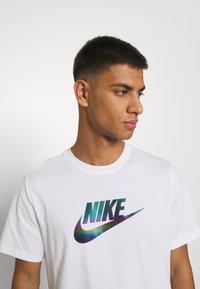 Nike Sportswear - TEE FESTIVAL FUTURA - T-shirt med print - white - 3