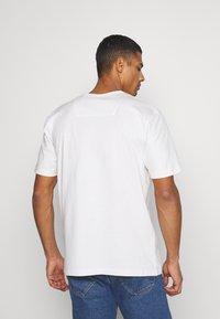 Samsøe Samsøe - HUGO - Basic T-shirt - white - 2