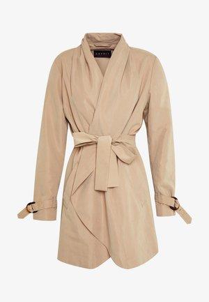 FEMININE COAT - Abrigo corto - beige