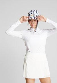 Nike Golf - DRY VICTORY HALF ZIP - Funkční triko - white - 0