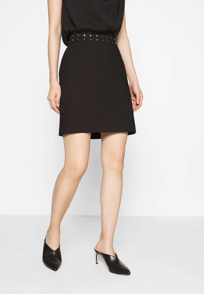 HUGO - RIATA - Áčková sukně - black