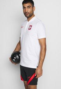 Nike Performance - POLEN MODERN  - Print T-shirt - white/sport red - 3