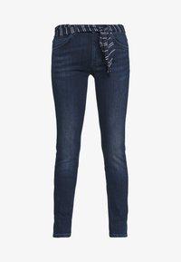 Marc O'Polo - DENIM TROUSER MID WAIST SLIM LEG REGULAR LENGTH BELT SCARF - Slim fit jeans - dark blue wash - 4