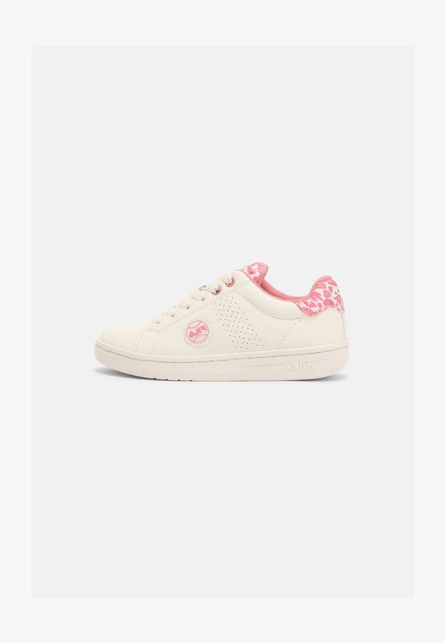 CROSSCOURT 2 KIDS - Sneakersy niskie - snow white/leopard