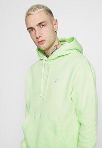 Nike Sportswear - CLUB HOODIE - Hættetrøjer - liquid lime/white - 3