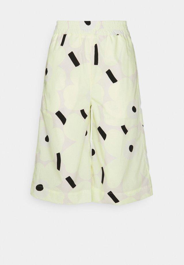 PAISTAA PIENI UNIKKO  - Shorts - yellow/beige/black