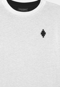Marcelo Burlon - LOGO - Print T-shirt - white - 2